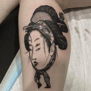 小腿传统黑灰风鬼怪艺伎人物纹身图案