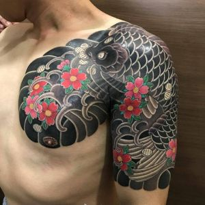半胛传统鲤鱼樱花纹身图案