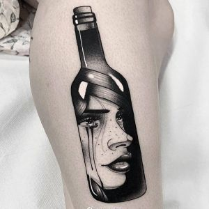 大腿传统瓶子美女人物纹身图案