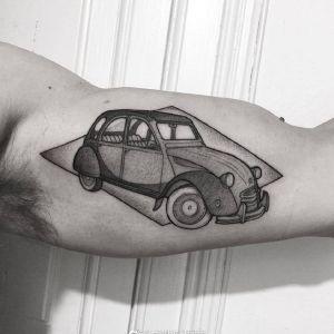 大臂传统点刺风汽车纹身图案
