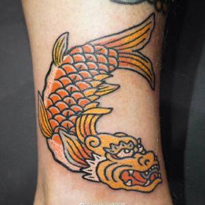 小腿传统鱼纹身图案