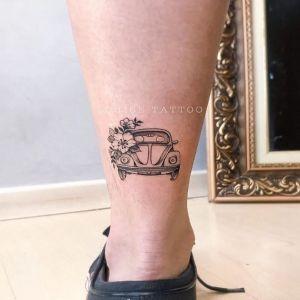 脚踝点刺风花黑灰风汽车纹身图案