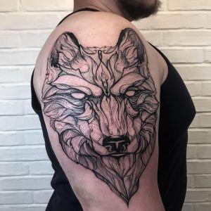 黑灰点刺风狼头大臂纹身图案