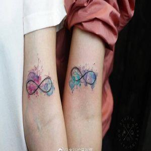 情侣手臂水彩风无极限纹身图案