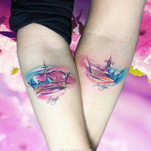 情侣手臂水彩风皇冠纹身图案