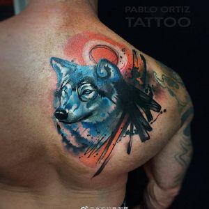 后背肩胛水彩风蓝色狼头纹身图案