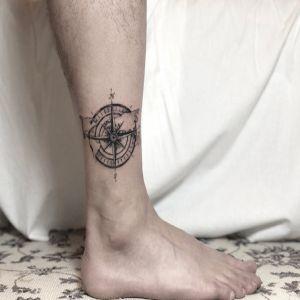 脚踝小清新黑灰风指南针纹身图案