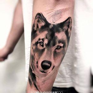 小臂黑灰水彩风霸气狼头纹身图案