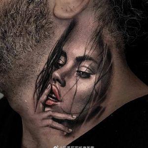 颈部黑灰写实美女纹身图案
