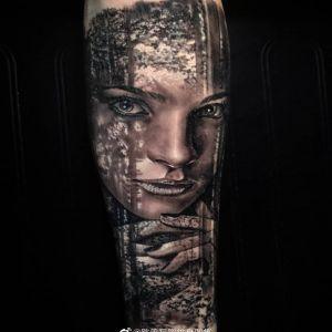 小臂黑灰写实森林系美女纹身图案