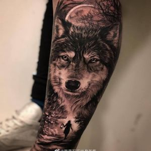小腿写实森林狼纹身图案