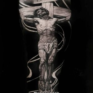 手臂黑灰写实耶稣纹身图案