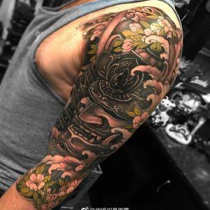 大臂传统黑武士纹身图案