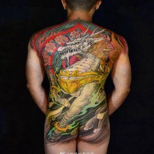 满背传统麒麟纹身图案