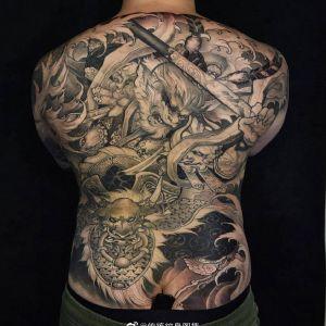 满背黑灰传统斗战胜佛纹身图案