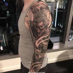 黑灰传统斗战胜佛花臂纹身图案