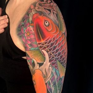 大臂传统菊花鲤鱼纹身图案