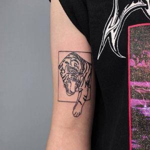 大臂小清新黑灰风老虎纹身图案