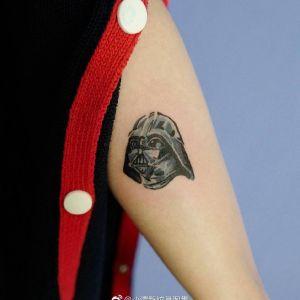大臂小清新黑武士纹身图案