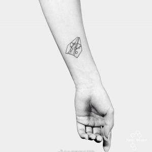 小臂小清新纸飞机纹身图案