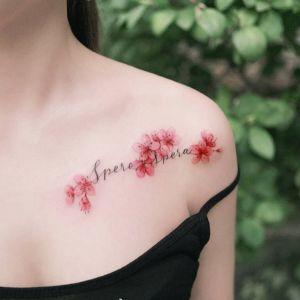 肩部小清新英文花纹身图案