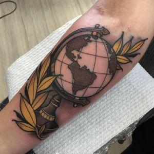 小臂newschool风格地球仪纹身图案