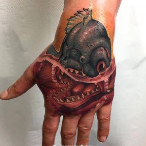 手背newschool风格食人鱼纹身图案
