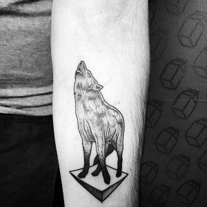 手臂黑灰点刺风狼纹身图案