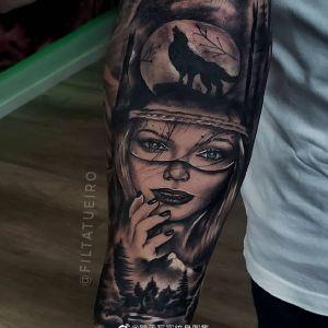 小臂黑灰写实森林系美女狼纹身图案