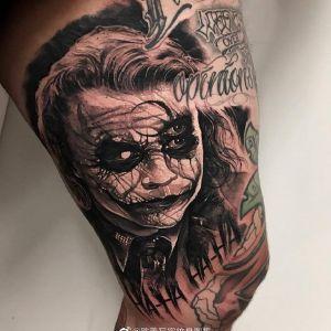 大腿欧美写实小丑纹身图案