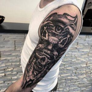 大臂欧美写实老人眼睛纹身图案