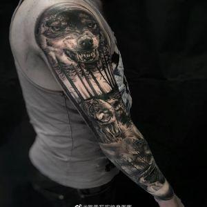 欧美写实霸气森林狼纹身图案