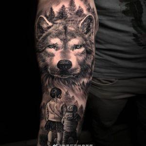 手臂欧美写实狼纹身图案