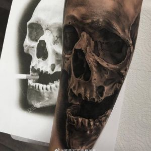 手臂欧美写实骷髅纹身图案