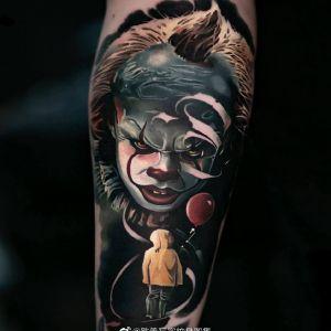 手臂欧美写实小丑纹身图案