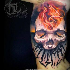 大臂欧美写实骷髅纹身图案