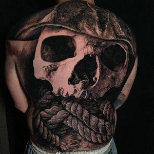 满背写实骷髅纹身图案