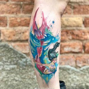 小腿水彩风美人鱼纹身图案