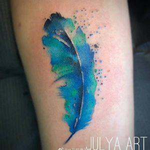 手臂水彩风羽毛纹身图案