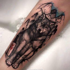 小臂水彩风山峰狼纹身图案