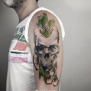 大臂水彩风骷髅纹身图案