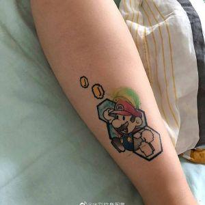 小臂水彩风可爱马里奥纹身图案