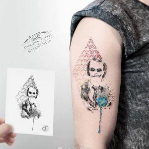 大臂水彩风小丑纹身图案