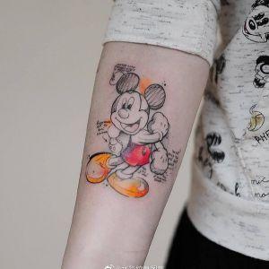小臂水彩风米老鼠纹身图案