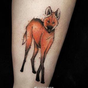 大腿水彩风狼纹身图案