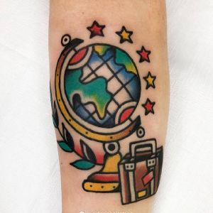 手臂oldschool地球仪旅行箱纹身图案