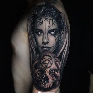 大臂黑灰写实美女骷髅纹身图案