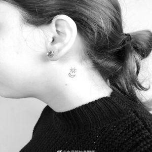 颈部小清新日月纹身图案