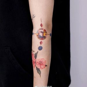 手臂小清新中国结纹身图案