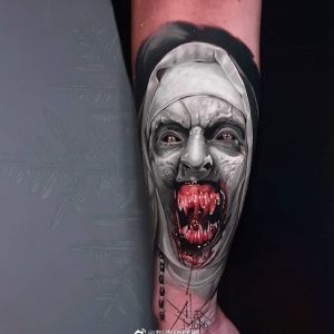 小臂暗黑彩色写实修女纹身图案